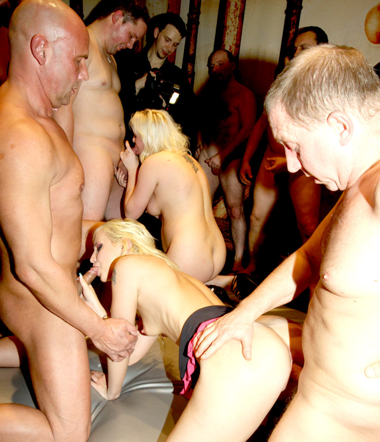 одна на толпу мужиков съемки в россии - 5