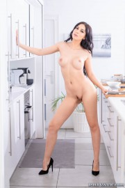 Talia Mint and Julia de Lucia, Anal Threesome in the Kitchen 8 of 20